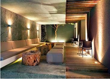 Soleriq S 13 LED最適合用在餐飲業與家庭照明的高瓦數LED崁燈。