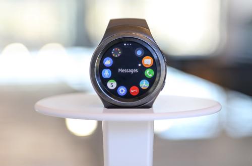 英飛凌三星 Gear S2 智慧型手錶提 供安全 NFC 支付功能